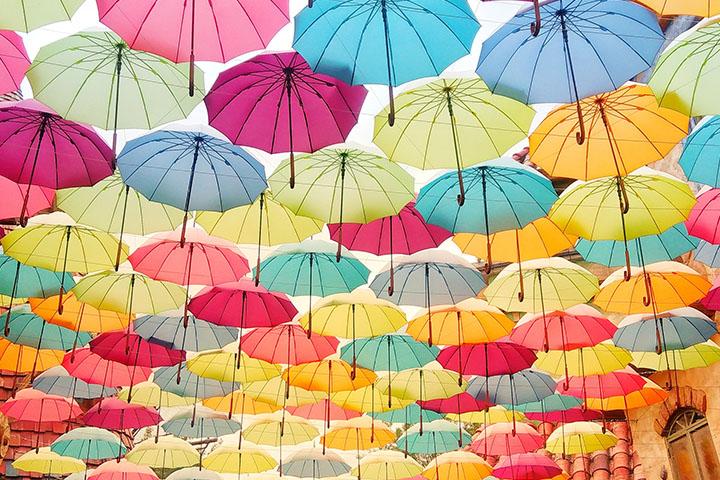 雨の日の大量の傘