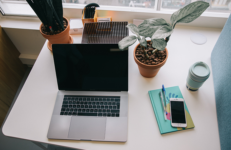 ラップトップとノートブックでオンライン自己管理学習