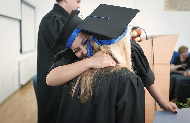 卒業式の女子大学生