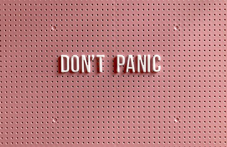 「慌てないで」の文字