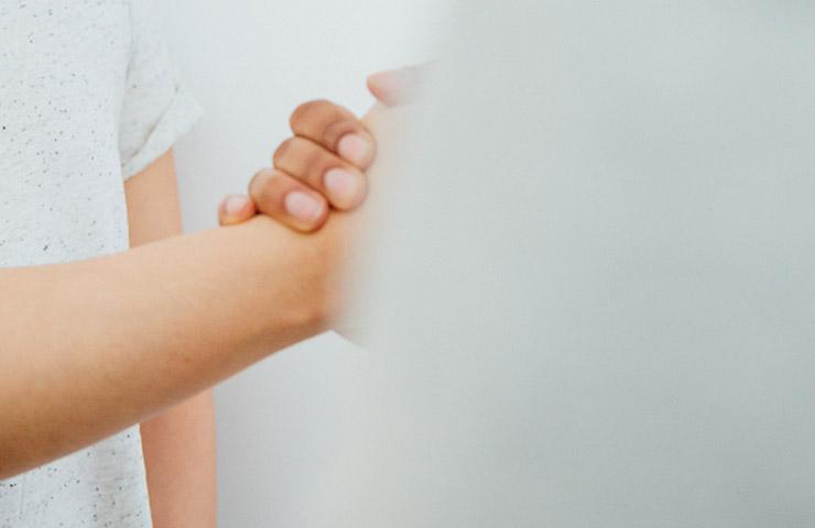 初めましての握手
