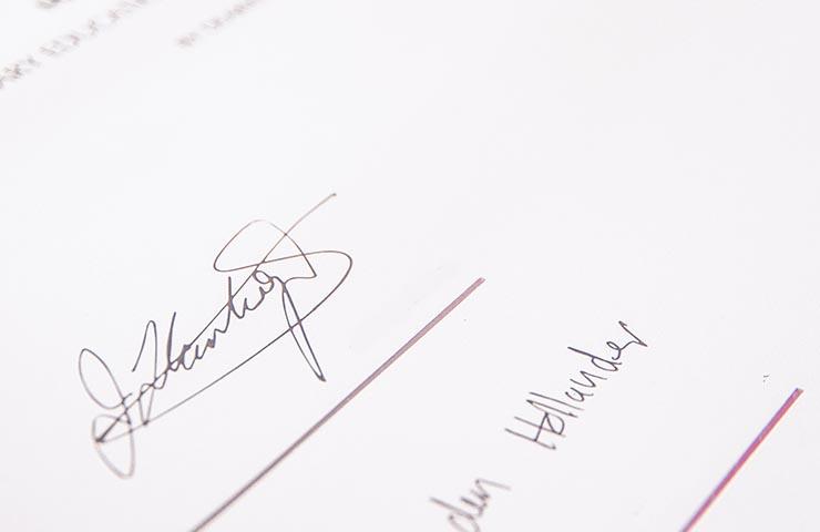 契約書のサイン