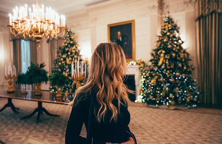 ホワイトハウスにいる女性