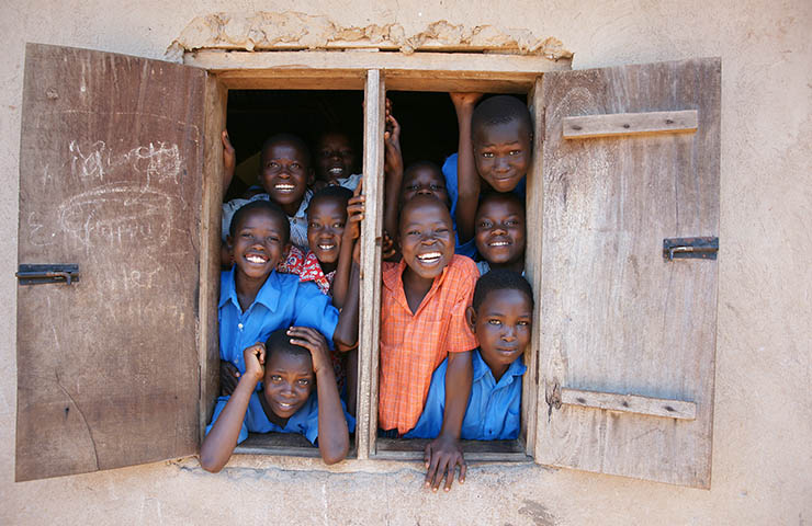 満面の笑みを浮かべるアフリカの子供たち