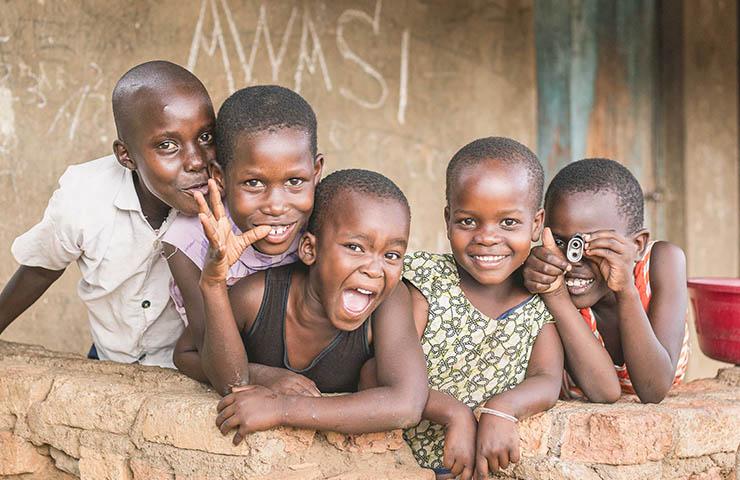 満面の笑みを浮かべているウガンダの子供たち