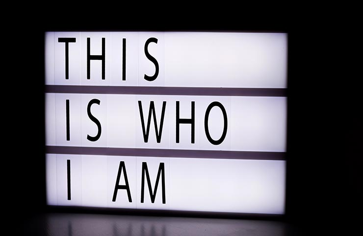 「This is who I am」の文字