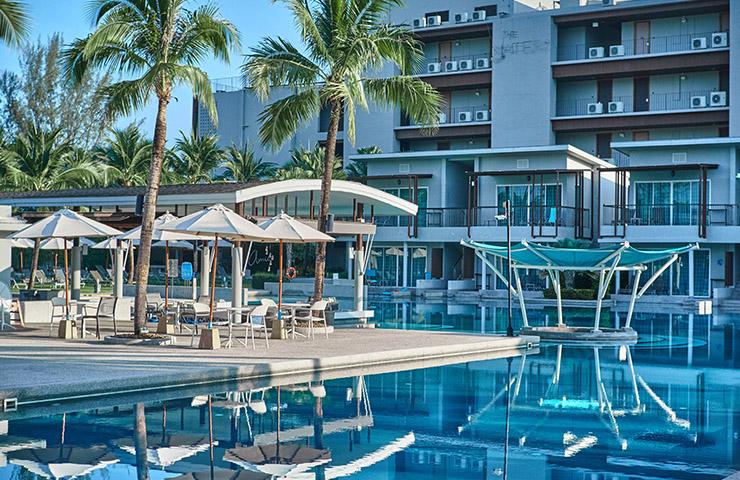 タイのカオラックにあるプール付きリゾートホテル