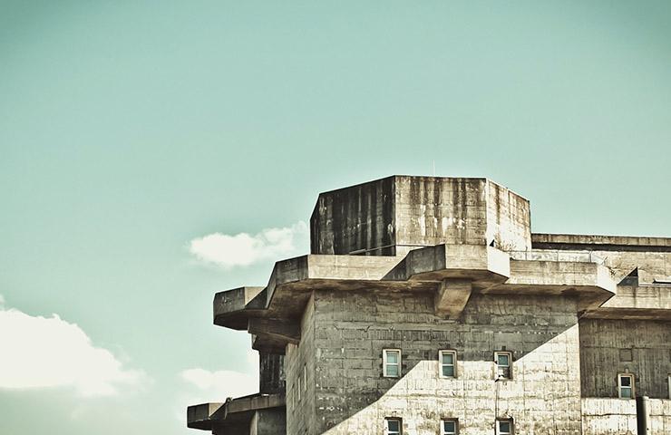 古びれた刑務所