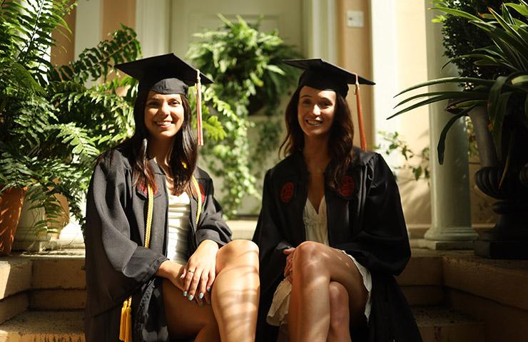 大学の卒業生たち