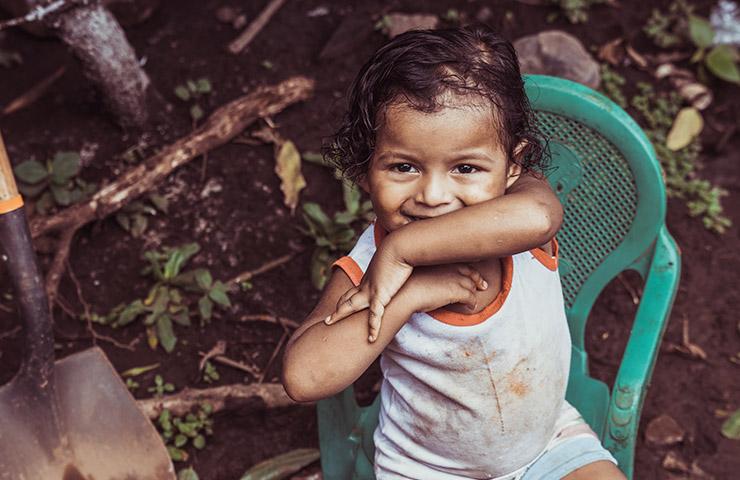 貧困国に生まれた赤ちゃん