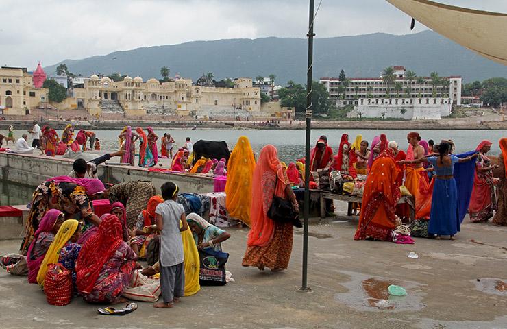 民族衣装を着ているインド人たち