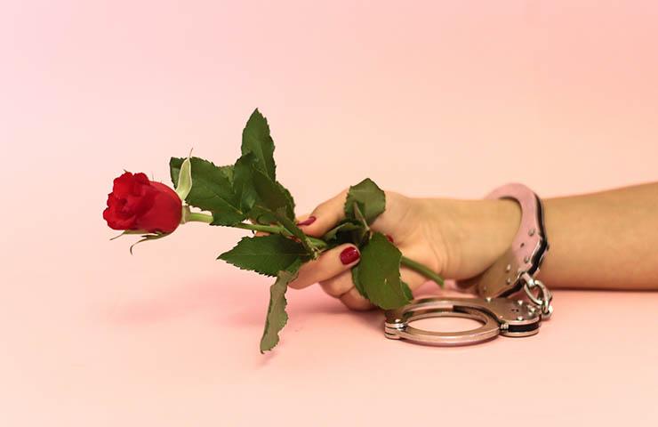 手錠(罪のイメージ)
